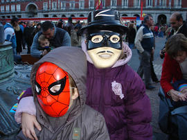Spiderman y El Zorro en la Plaza Mayor