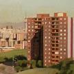 Edificio de pisos y jardín